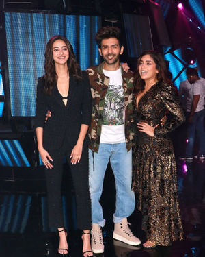 Photos: Promotion Of Film Pati Patni Aur Woh On Set Of Indian Idol 11 | Picture 1701835