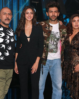 Photos: Promotion Of Film Pati Patni Aur Woh On Set Of Indian Idol 11