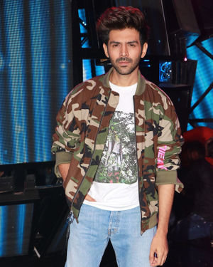 Kartik Aaryan - Photos: Promotion Of Film Pati Patni Aur Woh On Set Of Indian Idol 11