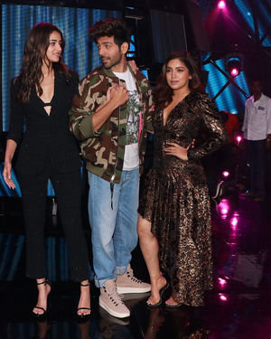 Photos: Promotion Of Film Pati Patni Aur Woh On Set Of Indian Idol 11 | Picture 1701833