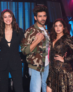 Photos: Promotion Of Film Pati Patni Aur Woh On Set Of Indian Idol 11 | Picture 1701834