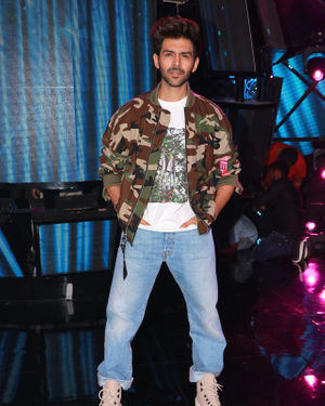 Kartik Aaryan - Photos: Promotion Of Film Pati Patni Aur Woh On Set Of Indian Idol 11 | Picture 1701832