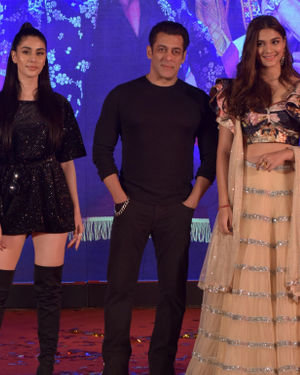 Photos: Munna Badnaam Hua Song Launch From Dabangg3 At Jw Marriott | Picture 1703414