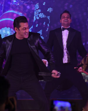 Photos: Munna Badnaam Hua Song Launch From Dabangg3 At Jw Marriott | Picture 1703424