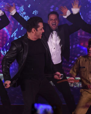 Photos: Munna Badnaam Hua Song Launch From Dabangg3 At Jw Marriott | Picture 1703434
