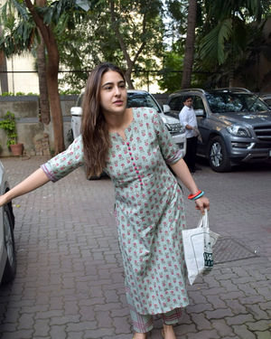 Photos: Sara Ali Khan Spotted At Anand L Rai Office | Picture 1703123