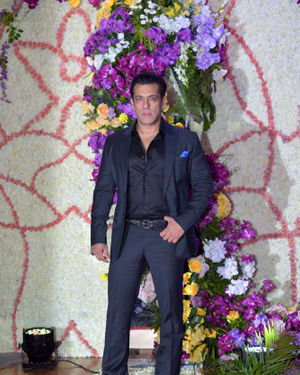 Salman Khan - Photos: Wedding Reception Of Sooraj Barjatya's Son Devansh At Jw Marriott Juhu   Picture 1703092