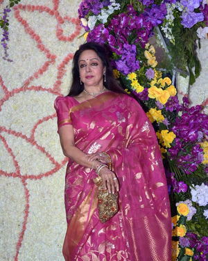 Hema Malini - Photos: Wedding Reception Of Sooraj Barjatya's Son Devansh At Jw Marriott Juhu | Picture 1703055