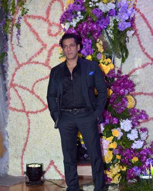 Salman Khan - Photos: Wedding Reception Of Sooraj Barjatya's Son Devansh At Jw Marriott Juhu   Picture 1703095