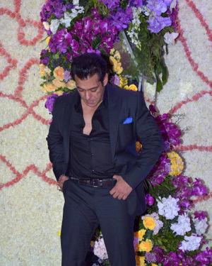 Salman Khan - Photos: Wedding Reception Of Sooraj Barjatya's Son Devansh At Jw Marriott Juhu   Picture 1703093