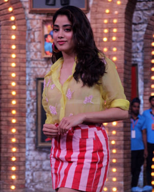 Janhvi Kapoor - Photos: Celebs On The Sets Of Zee Tv Movie Masti With Manish Paul | Picture 1688985