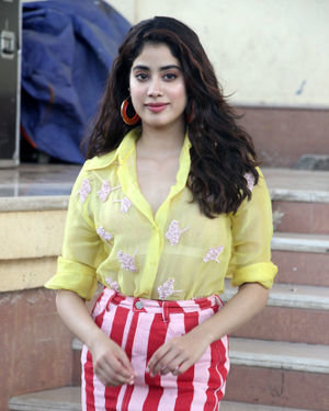 Janhvi Kapoor - Photos: Celebs On The Sets Of Zee Tv Movie Masti With Manish Paul