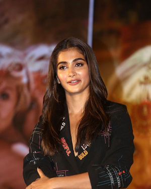 Pooja Hegde - Photos: Housefull 4 Press Conference At Hyderabad | Picture 1690025