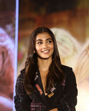 Pooja Hegde - Photos: Housefull 4 Press Conference At Hyderabad | Picture 1690034