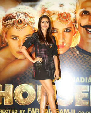 Pooja Hegde - Photos: Housefull 4 Press Conference At Hyderabad | Picture 1690010