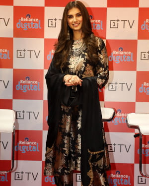 Photos: Tara Sutaria At The Launch Of OnePlus Digital TV At Reliance Digital Store