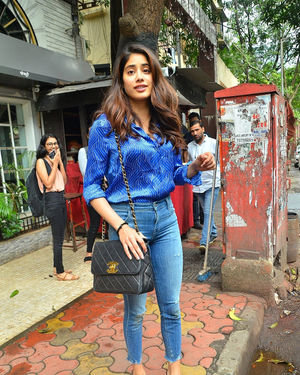 Janhvi Kapoor - Photos: Celebs Spotted at Juhu