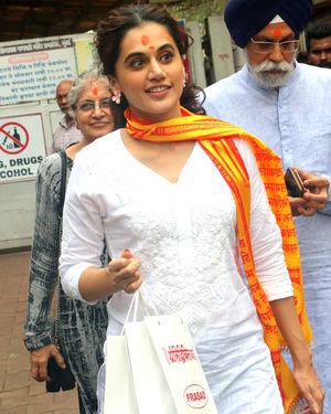 Photos: Taapsee Pannu At Siddhivinayak Temple