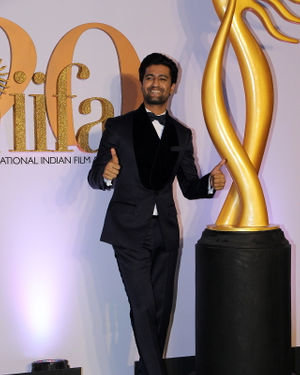 Vicky Kaushal - Photos: Celebs At The Green Carpet Of The IIFA Rocks 2019 | Picture 1682975