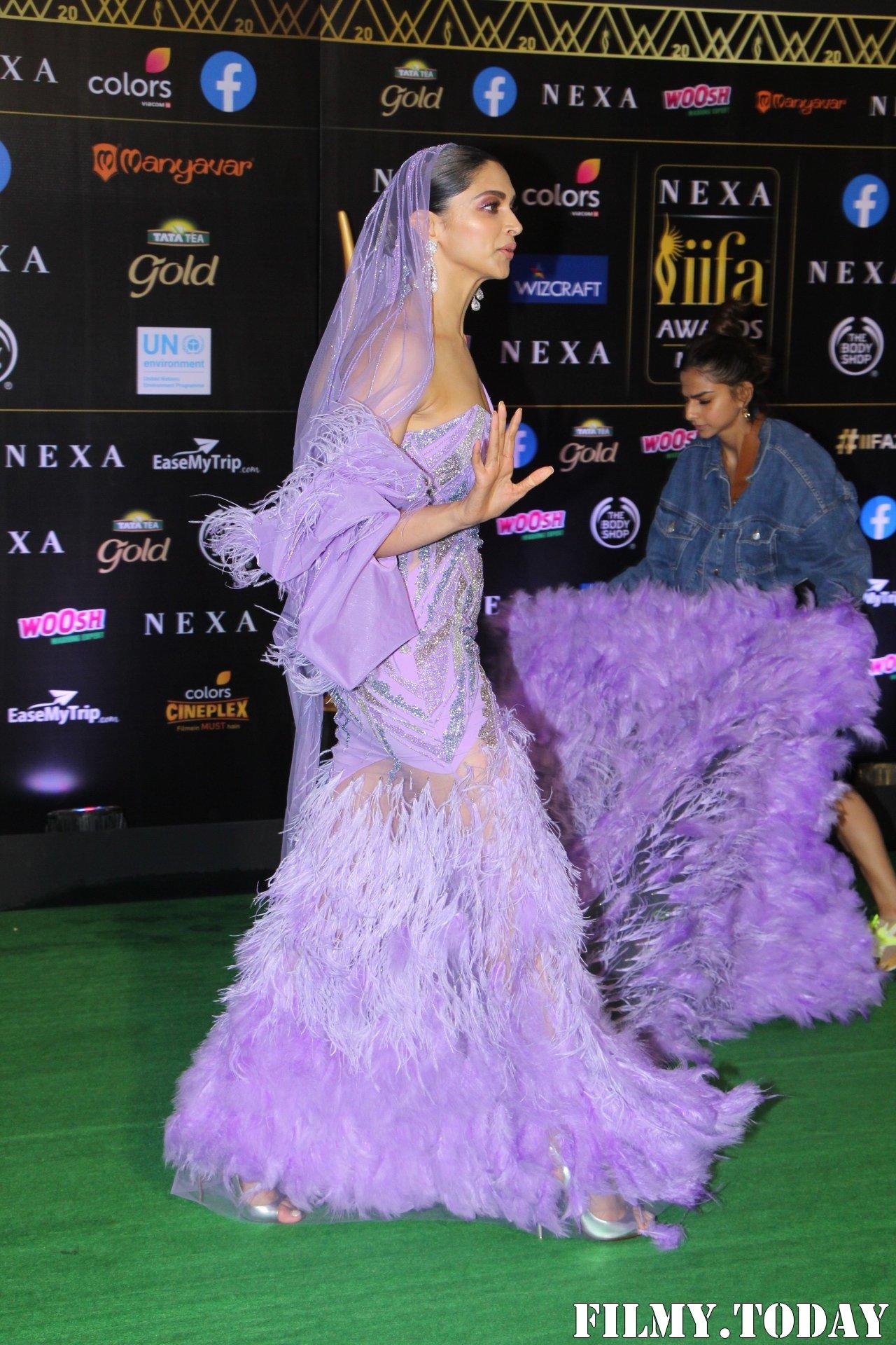 Deepika Padukone - Photos: Celebs At The Green Carpet Of The IIFA Rocks 2019 | Picture 1683582