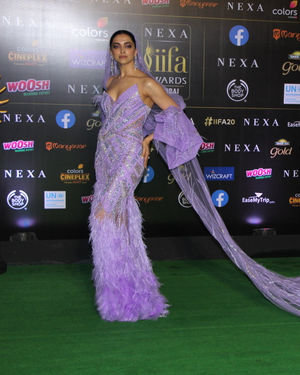 Deepika Padukone - Photos: Celebs At The Green Carpet Of The IIFA Rocks 2019 | Picture 1683586