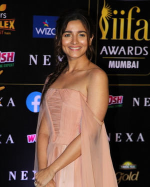 Alia Bhatt - Photos: Celebs At The Green Carpet Of The IIFA Rocks 2019
