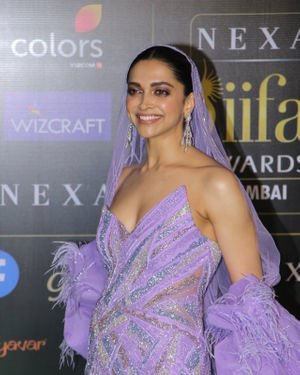 Deepika Padukone - Photos: Celebs At The Green Carpet Of The IIFA Rocks 2019 | Picture 1683583