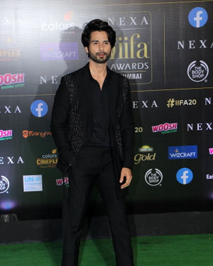 Shahid Kapoor - Photos: Celebs At The Green Carpet Of The IIFA Rocks 2019 | Picture 1683568