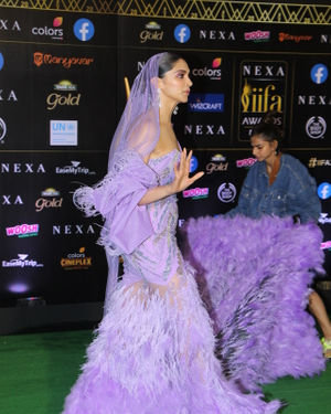 Deepika Padukone - Photos: Celebs At The Green Carpet Of The IIFA Rocks 2019 | Picture 1683582