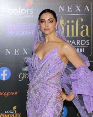 Deepika Padukone - Photos: Celebs At The Green Carpet Of The IIFA Rocks 2019 | Picture 1683585