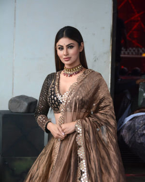 Mouni Roy - Photos: Promotion Of Film Made In China At The Sets Of Zee TV Dance India Dance