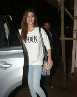 Kriti Sanon - Photos: Celebs Spotted at Andheri | Picture 1683996