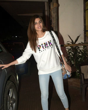 Kriti Sanon - Photos: Celebs Spotted at Andheri