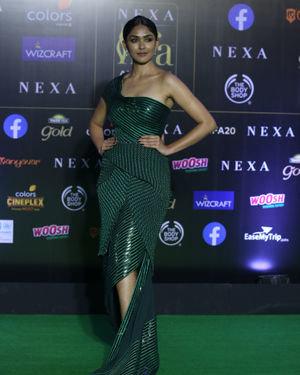Mrunal Thakur - Photos: Green Carpet Of IIFA Awards 2019