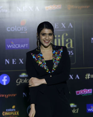Mannara Chopra - Photos: Green Carpet Of IIFA Awards 2019