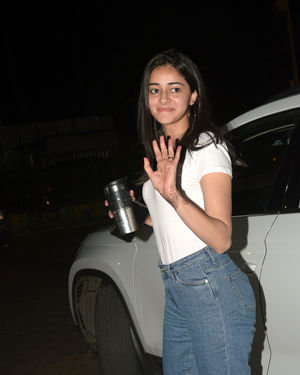 Ananya Panday - Photos: Celebs Spotted At Kromakay Salon In Juhu | Picture 1686557