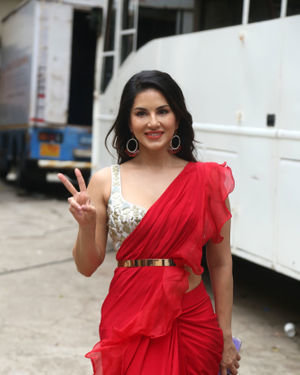 Sunny Leone - Photos: Nawazuddin And Sunny Leone Spotted At Film City For Promotional Song Shooting