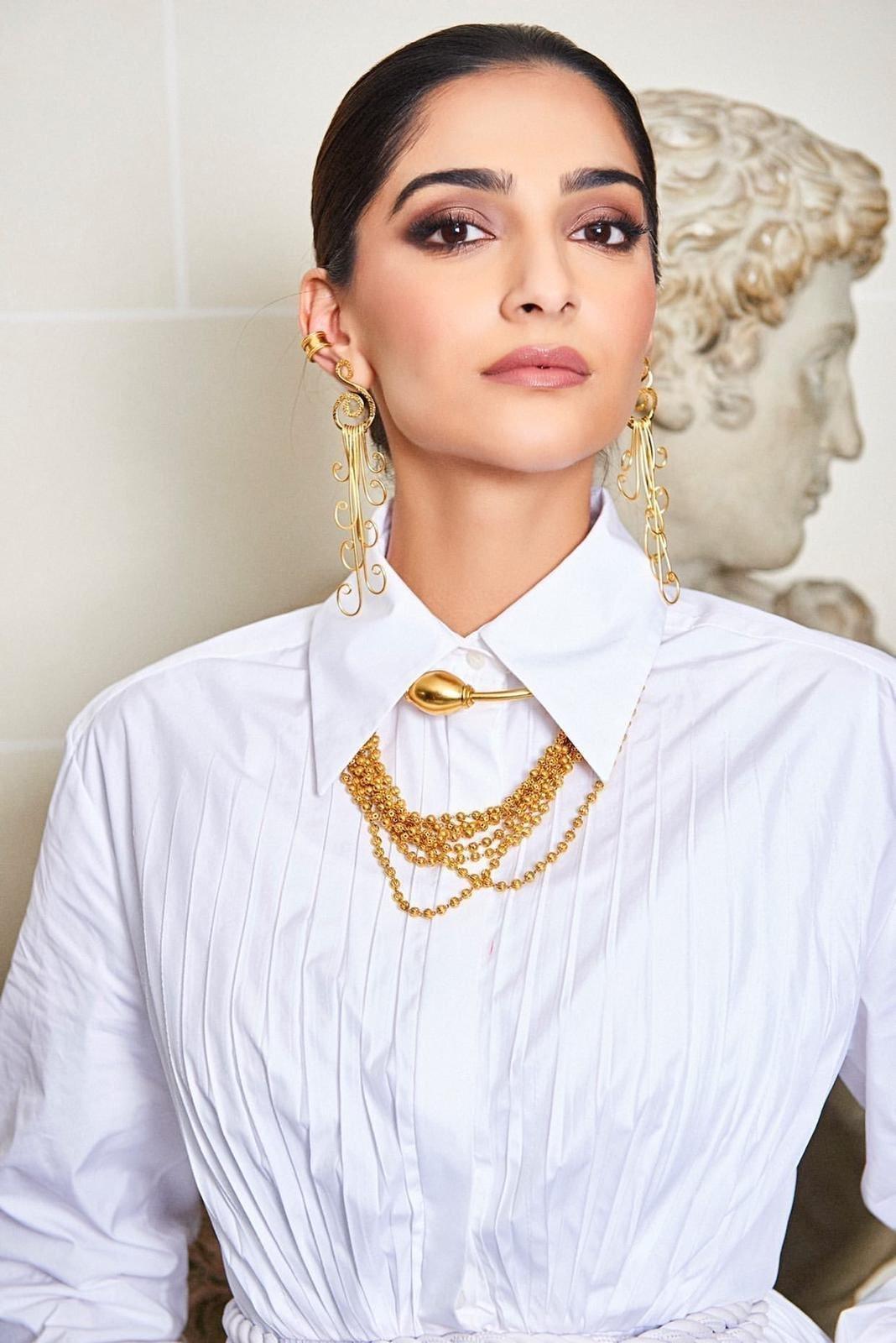 Photos: Sonam Kapoor For Maison Valentino Show In Paris | Picture 1718073