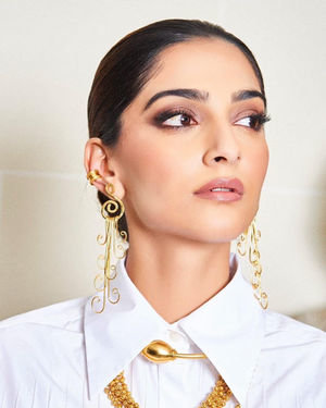 Photos: Sonam Kapoor For Maison Valentino Show In Paris | Picture 1718072