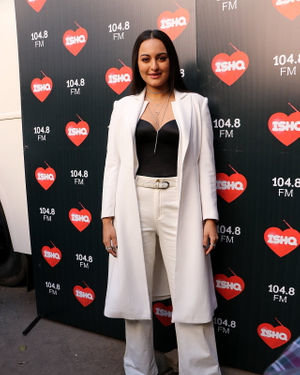 Sonakshi Sinha - Photos: Celebs At Recording Of What Women Want At Mehboob Studio | Picture 1718889
