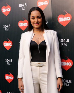 Sonakshi Sinha - Photos: Celebs At Recording Of What Women Want At Mehboob Studio | Picture 1718888
