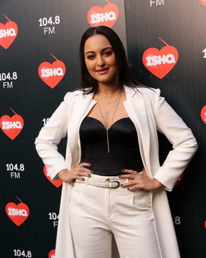 Sonakshi Sinha - Photos: Celebs At Recording Of What Women Want At Mehboob Studio | Picture 1718885
