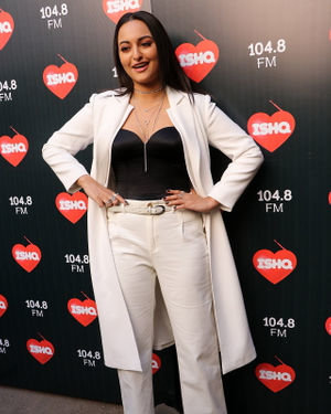 Sonakshi Sinha - Photos: Celebs At Recording Of What Women Want At Mehboob Studio | Picture 1718886