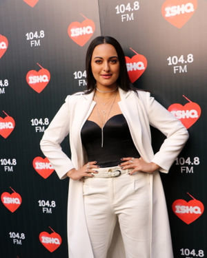 Sonakshi Sinha - Photos: Celebs At Recording Of What Women Want At Mehboob Studio | Picture 1718887