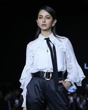 Photos: Rakul Preet Singh Walks For Ajio Show At LFW 2020