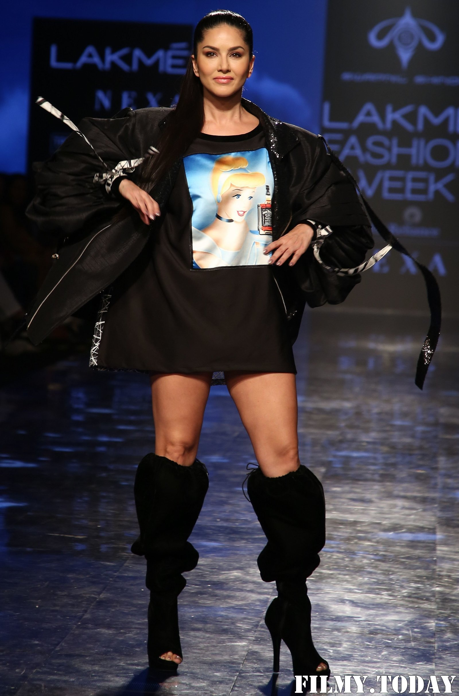 Photos: Sunny Leone Walks For Swapnil Shinde At LFW 2020   Picture 1720045
