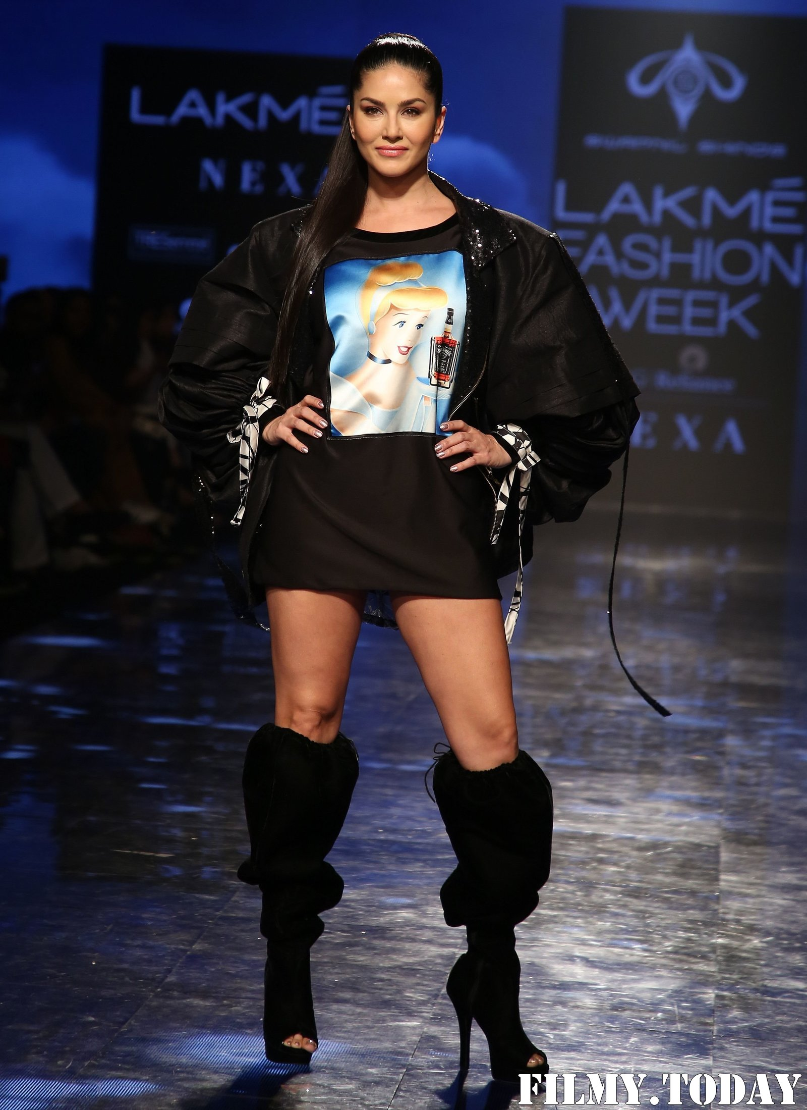 Photos: Sunny Leone Walks For Swapnil Shinde At LFW 2020   Picture 1720048