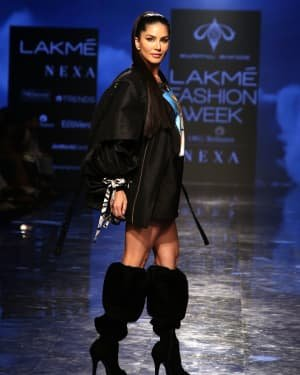 Photos: Sunny Leone Walks For Swapnil Shinde At LFW 2020 | Picture 1720047