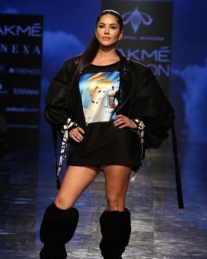 Photos: Sunny Leone Walks For Swapnil Shinde At LFW 2020 | Picture 1720046