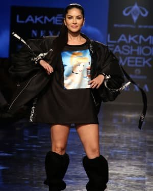 Photos: Sunny Leone Walks For Swapnil Shinde At LFW 2020 | Picture 1720045
